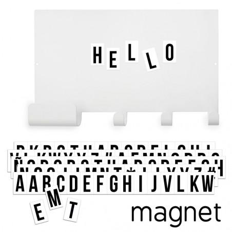 Colgador con tablero magnético y letras en b/n - Tresxics