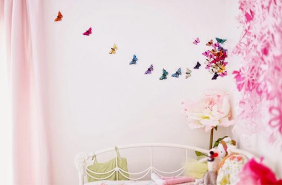Una habitaci n infantil decorada en rosa y lunares deco kids for Cuarto lleno de rosas
