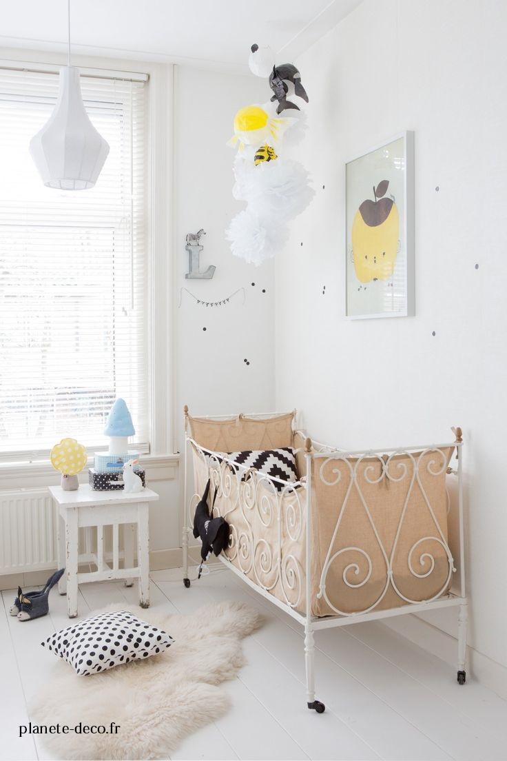 Decorar una habitaci n infantil con vinilos en negro for Habitacion con vinilo