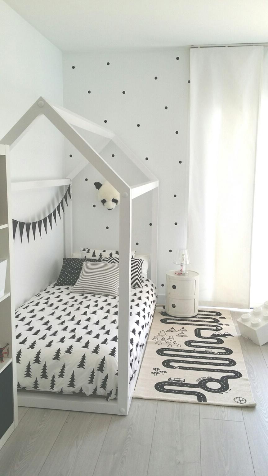 Habitaci n infantil en blanco y negro deco kids - Dormitorios infantiles blancos ...